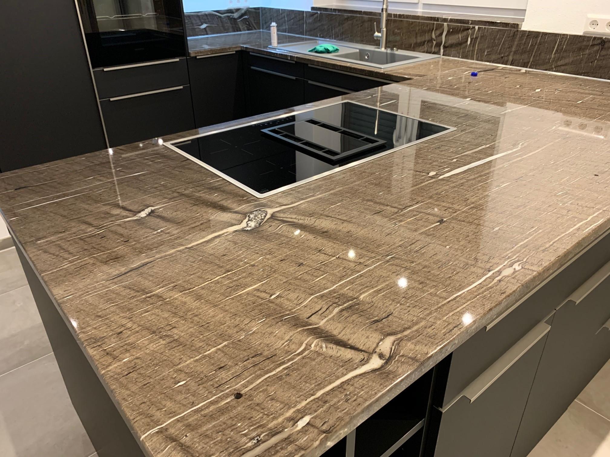 Granit Küchenarbeitsplatte individuell gefertigt - Bäumler Natursteine